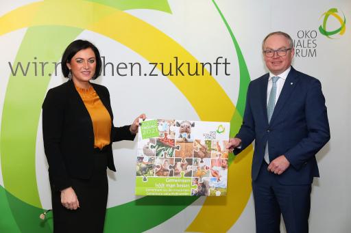 https://www.apa-fotoservice.at/galerie/24494 Im Bild v.l.n.r.: Elisabeth Köstinger (Bundesministerin für Landwirtschaft, Regionen und Tourismus) und Stephan Pernkopf (Präsident des Ökosozialen Forums Österreich & Europa)