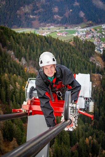"""""""Die TÜV AUSTRIA Seilbahntechnik ist starker und zuverlässiger Partner weit über gesetzliche Prüfpflichten hinaus"""", erklärt TÜV AUSTRIA-Seilbahntechnik-Experte Heinz Millner: """"Mit vernetzten Lösungen aus einer Hand ist für die Kunden des TÜV AUSTRIA einfach mehr drin. Und nur die TÜV AUSTRIA Seilbahntechnik ist mit Standorten in Vorarlberg, Tirol, Salzburg und Oberösterreich immer in der Nähe ihrer Kunden."""" www.tuvaustria.com/seilbahn"""