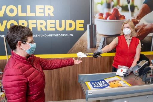 BILLA, MERKUR und PENNY stellen Kunden gratis FFP2-Masken aus Österreich zur Verfügung