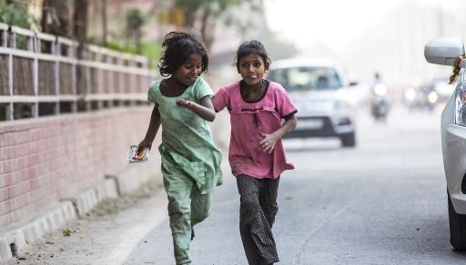 Mädchen auf der Straße in Delhi - Indien