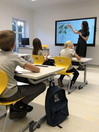 Unterricht an der Meridian Bilingual Primary School Grinzing