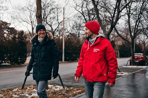 Jan Trionow (Drei) und Klaus Schwertner (Caritas Wien) haben gemeinsam mit der Drei Community was bewegt.