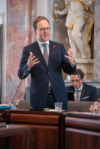 Oberhofer kritisiert die Inszenierungspolitik bei der Pandemiebekämpfung zwischen Tirol und Bayern
