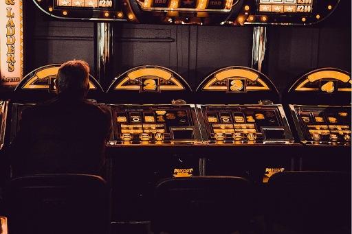 Spielautomaten in einer Spielhalle / Weiterer Text über ots und www.presseportal.de/nr/152549 / Die Verwendung dieses Bildes ist für redaktionelle Zwecke unter Beachtung ggf. genannter Nutzungsbedingungen honorarfrei. Veröffentlichung bitte mit Bildrechte-Hinweis.