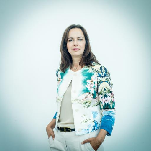 """Studienautorin und Meinungsforscherin Dr. Sophie Karmasin: """"Dieses Empfinden von Ungerechtigkeit – ein großer Teil der Bevölkerung meint, die Regierung bevorzugt bewusst traditionell begünstigte Gruppen bei der Krisenhilfe – nährt Ohnmachtsgefühle."""