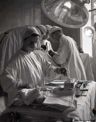 Operationssaal in der Semmelweis-Klinik (9.6.1947)
