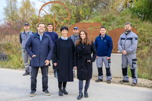 Familie Kovanda mit Mitarbeitern der Kovanda GmbH am Schafberg