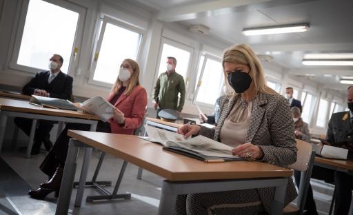 Tanner und Schramböck besuchen Lehrlingstestungen im Bundesheer