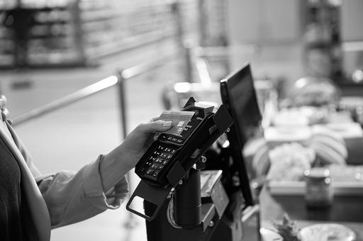 Bezahlszene Terminal Supermarkt / Weiterer Text über ots und www.presseportal.de/nr/128023 / Die Verwendung dieses Bildes ist für redaktionelle Zwecke unter Beachtung ggf. genannter Nutzungsbedingungen honorarfrei. Veröffentlichung bitte mit Bildrechte-Hinweis.