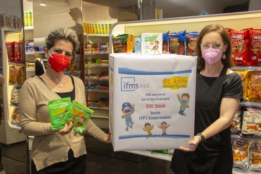 Übergabe der FFP2 Kinder- und Jugendmasken durch Dr. Anny Barkhordarian (Managing Director IFMS med) und Barbara Hahn ( Pflegedirektorin im St. Anna Kinderspital)