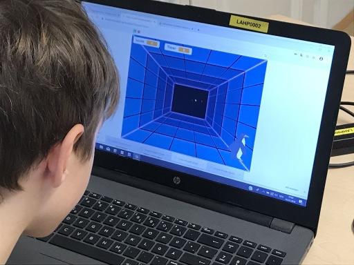 Sich für die MINT-Fächer Mathematik, Informatik, Naturwissenschaften und Technik in den Sommercamps von RoboManiac begeistern