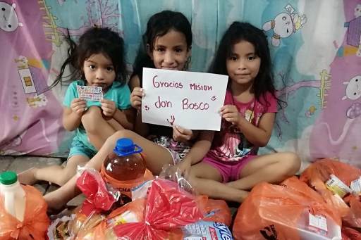 """""""Gracias"""" sagen Kinder in Ecuador für die Hilfe aus der """"Unser tägliches Brot""""-Kampagne"""