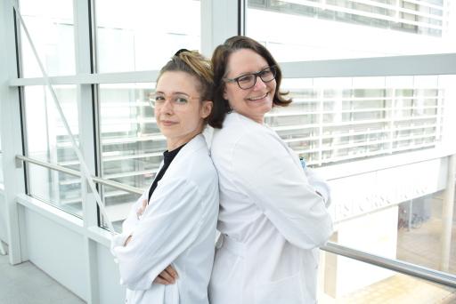 Die Forscherinnen Dr. Tamara Weiss und Dr. Sabine Taschner-Mandl fanden heraus wie Schwann-Zellen das Tumorwachstum in Neuroblastomen stoppen.
