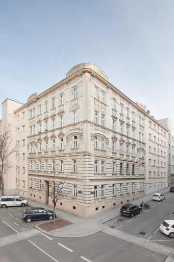 Dieser 1909 errichtete Altbau in der Fendigasse 23, 1050 Wien, ist nun im Besitz der 3SI Immogroup. Bis kommendes Jahr sind Um- & Ausbauten sowie eine umfassende Sanierung geplant.