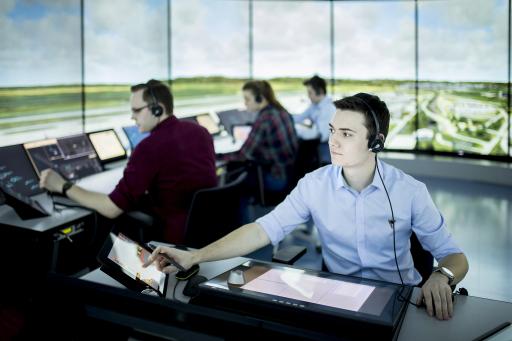Austro Control Trainees im Tower-Simulator