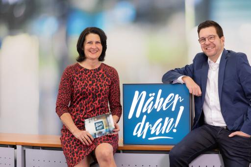"""Chefredakteur-Stellvertreterin Karin Zeiler und Chefredakteur Christian Trinkl sind startklar für """"Näher dran! Die Niederösterreich News-Show"""""""