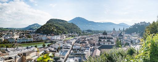 Das Panorama des Mönchsbergs in der Stadt Salzburg