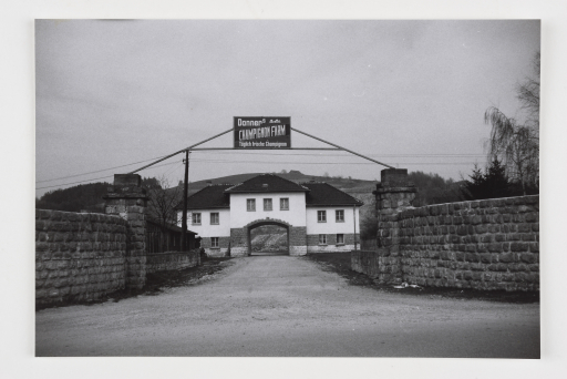 Heimrad Bäcker Jourhaus des KZ Gusen-Mauthausen (Zustand 1945-1993), 1975 s/w Fotografie Foto © mumok Museum moderner Kunst Stiftung Ludwig Wien, Schenkung Michael Merighi