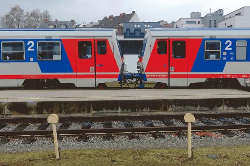 "Titel des Fotos: ""Two trains kissing each other"""