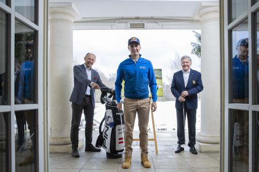 Top-Golfer Matthias Schwab wird Botschafter für das SalzburgerLand: Schwab (vorne) im Bild mit Leo Bauernberger (Geschäftsführer SalzburgerLand Tourismus) und ÖGV-Präsident Peter Enzinger (r.).