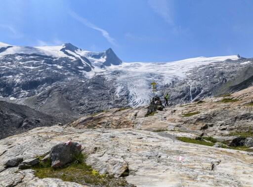 Am Gletscherweg Innergschlöß (Osttirol). Blick über das Schlatenkees auf Hohen Zaun und Schwarze Wand. August 2018