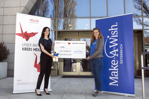 V.l.n.r.: Anthea Cherednichenko, General Manager von Takeda Pharma Österreich überreichte Birgit Fux, Geschäftsführerin von Make-A-Wish Österreich eine Spende über 3.500 Euro.