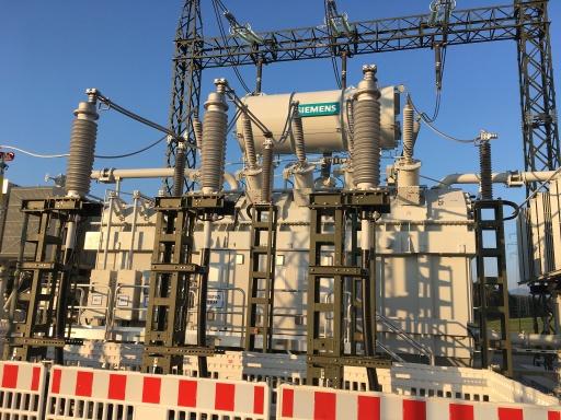 Der neue 220/110-kV-Transformator verbindet die regionalen Stromnetze von Netz Niederösterreich GmbH und Energienetze Steiermark GmbH mit dem österreichweiten APG-Netz und reguliert die Einspeisung stark schwankender Windenergie.