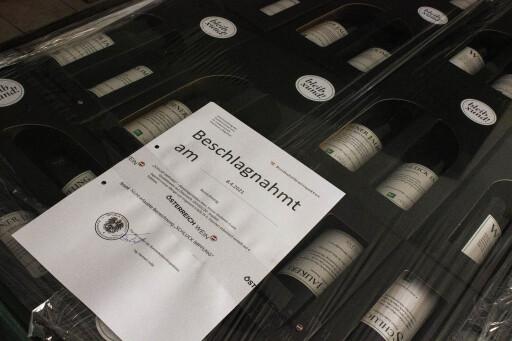 Beschlagnahmte Ware am Bioweingut Lenikus in Grinzing