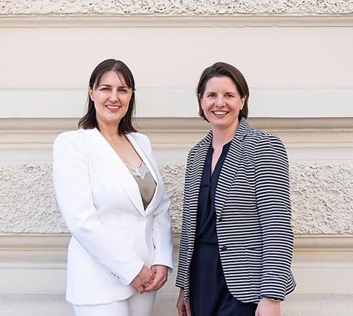 Geschaeftsfuehrerinnen der Wiener Privatbank Immobilienmakler GmbH..(l) Marija Marjanovic, BA MA..(r) Elisabeth Rist, BA MSc MRICS