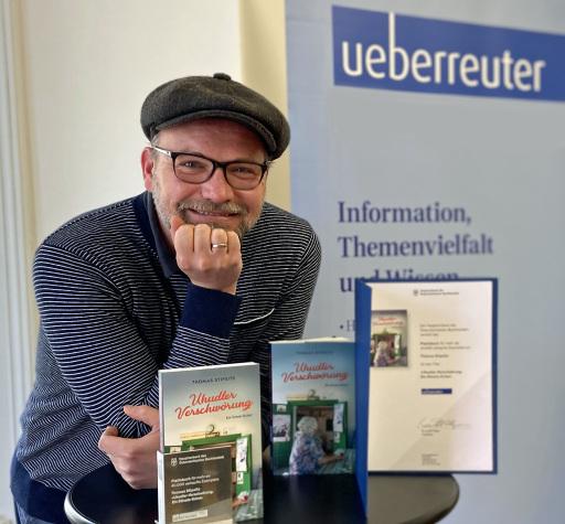 Thomas Stipsits erhält das Platinbuch für die Uhudler-Verschwörung!