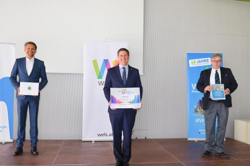 Smart City Wels: Verleihung UNO Zertifikat und Ergebnis Potenzialanalyse v.l.: Stadtrat Peter Lehner, Bürgermeister Dr. Andreas Rabl und Dr. Stefan Mackowski.