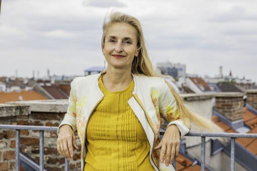 Ingrid Luttenberger ist begeisterte Upcyclerin. Sie designt Alltagsgegenstände, Kleidung und Accessoires. Zudem veröffentlicht sie nachhaltige Projekte auf nachhaltig-wien.at und hat enormen Spaß dabei, immer wieder neue Möglichkeiten der Müllvermeidung finden.