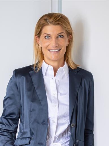 Margit Halbfurter ist Osteopathin (WSO) und Kinderosteopathin (OZK) und lebt und arbeitet in Villach und Wien