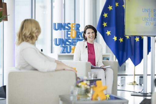 Europaministerin Karoline Edtstadler im Gespräch