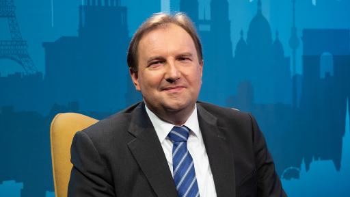 Benedikt Weingartner führt durch den Europatag auf OKTO.