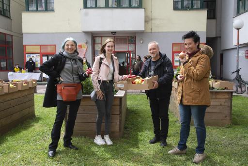 v.l.n.r. Eva Billisich, Michelle Naujoks (Alleinerzieherin), Reinhard Nowak, Andrea Händler