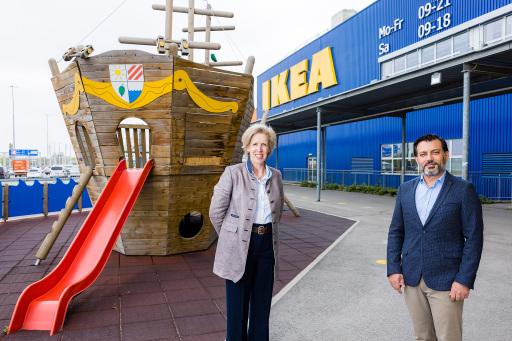 """Im Rahmen der Kampagne """"Zuhause mit Papa"""" rückt die schwedische Botschaft zusammen mit IKEA die Sensibilisierung der Väterrolle in Haushalt, Kindererziehung und Familienleben in Österreich in den Mittelpunkt. Mit Clemens Doppler und Florian Danner konnten zwei prominente Kampagnen-Botschafter gewonnen werden, die sich ebenfalls der Gleichberechtigung verschrieben haben."""