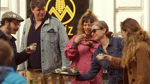 Gusto Guerilla: 12 Wiener WirtInnen empfangen die TeilnehmerInnen mit erlesenen Kostproben.