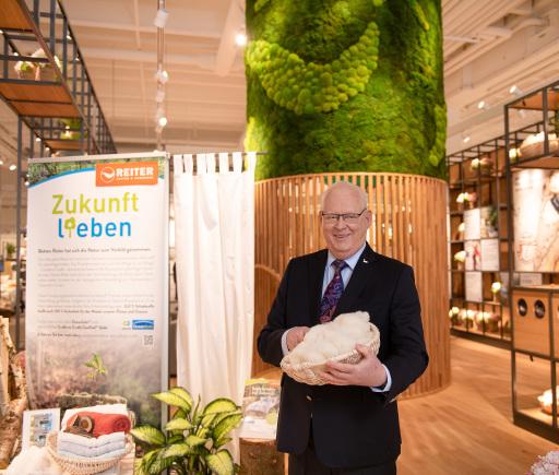 Betten Reiter Geschäftsführer Peter Hildenbrand im neuen modernsten Flagshipstore für Heimtextilien Europas