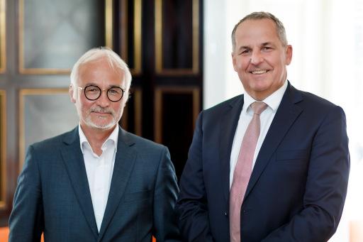 https://www.apa-fotoservice.at/galerie/25087 Im Bild v.l.n.r.: Herbert Vlasaty (Vorstand Julius Meinl AG) und Mag. Udo Kaubek (Geschäftsführer Julius Meinl am Graben)