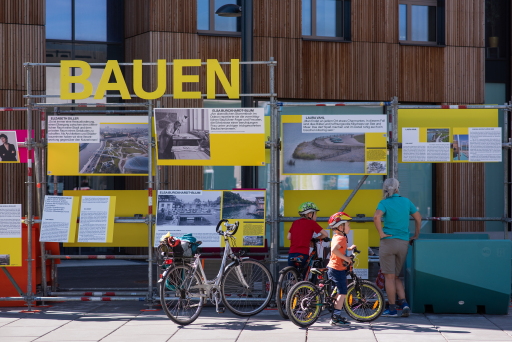 Open-Air-Ausstellung FRAUEN BAUEN STADT von 10.5-15.5.2021 am Wangari-Maathai-Platz