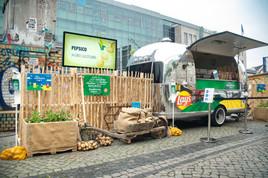 PepsiCo überrascht und begeistert Marktbesucher in Hamburg und Berlin mit Kartoffelchips aus nachhaltiger Landwirtschaft (FOTO)