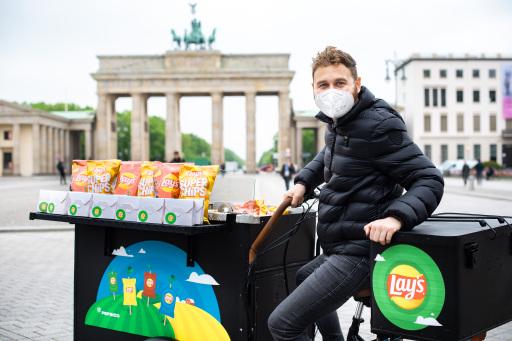 """Berlin: Der """"Hofladen On Tour"""" fällt den Stammkunden des beliebten """"St. Pauli Nachtmarkts"""" auf dem Hamburger Spielbudenplatz sowie dem Wochenmarkt auf dem Berliner Hermannplatz sofort ins Auge."""