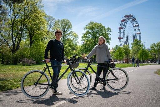 Zwei Mobility Provider, eine Vision: EDDI Co-Founder Stephan Ziegler gemeinsam mit Cornelia Walch, Fahrrad-Konzernkoordinatorin der ÖBB.