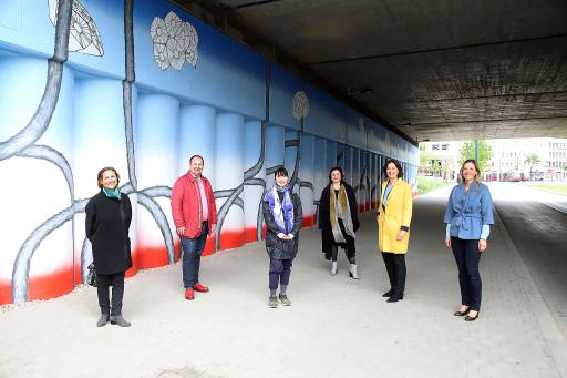 Präsentation der neu gestalteten Unterführung am Tabor, mit StR. Veronica Kaup-Hasler, ÖBB Vorstand, Mag. Silvia Angelo, BV Alexander Nikolai und der Künstlerin.