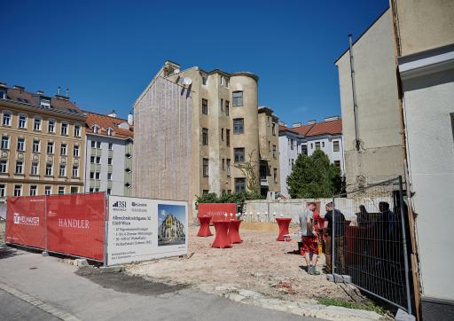 Auf dem Bauplatz in der Albrechtskreithgasse 32 beginnen in wenigen Tagen die Bauarbeiten.