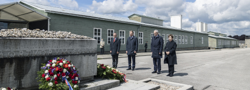V.l.: Robert Eiter, Mauthausen Komitee, Landeshauptmann Thomas Stelzer, Bundespräsident Alexander Van der Bellen, Doris Schmidauer.