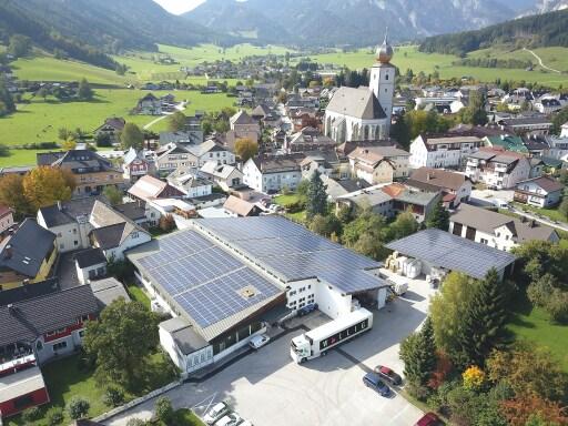 Mit 3.500 Quadratmetern Paneelfläche ist die Druckerei Wallig in Gröbming ab sofort energieautark.