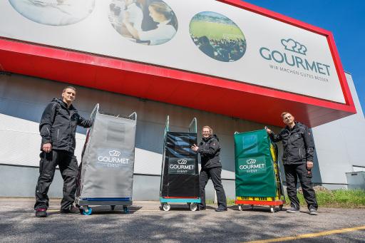 Die neuen Mehrwegplanen von GOURMET Event reduzieren Müll und erleichtern das Transportieren der Gitterwägen.