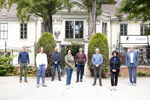 MEGA-Jury v.l.n.r. Andreas Lechner (MEGA), Iris Rauskala (Bildungsministerium), Michael Meyer (WU Wien), Tanja Wehsely (Volkshilfe), Dietmar Müller (Berndorf AG), Franz Schellhorn (MEGA), Doris Pfingstner (Mittelschule Aspern), Josef Hörndler (Schulqualitätsmanager)